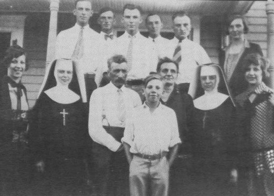 Ridder family, 1928. Theodore, Paul & Elizabeth are front center.